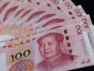 Notas de 100 yuanes.