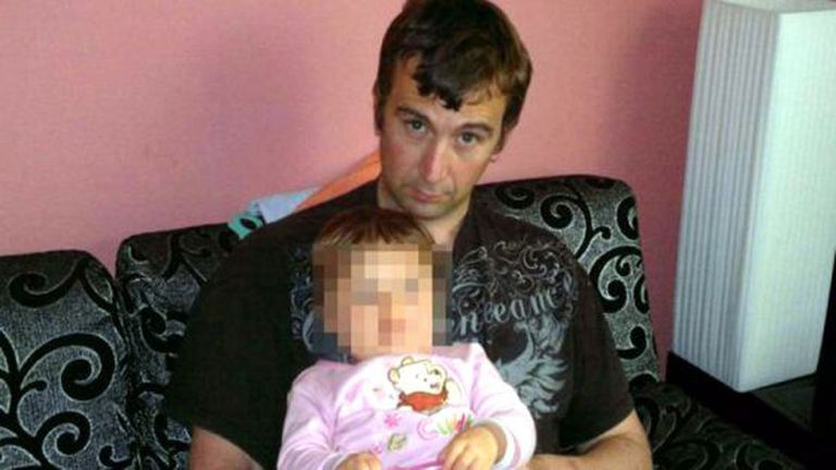 David Haines com a filha em uma imagem do Facebook.
