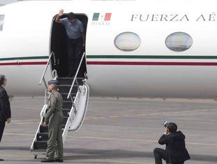 O ex-presidente boliviano Evo Morales desembarca em solo mexicano.