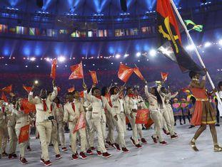 Delagação da Angola desfila no Maracanã.