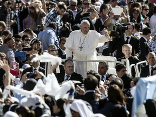 O papa Francisco, na praça de San Pedro.