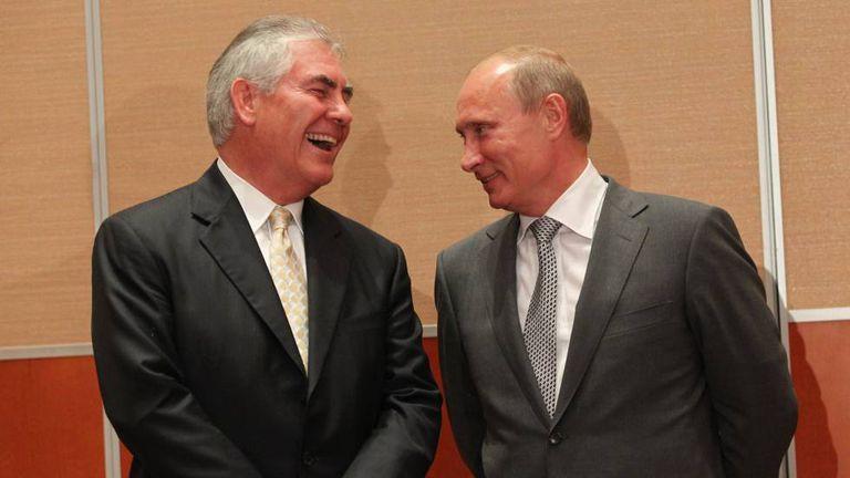 Exxon Mobil e Vladimir Putin, em 2011 em Sochi.