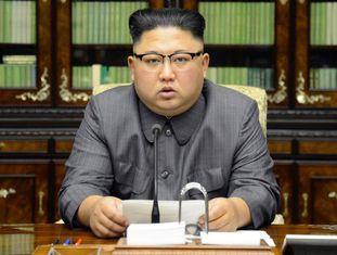 Kim Jong-un faz pronunciamento contra Donald Trump na TV norte-coreana.