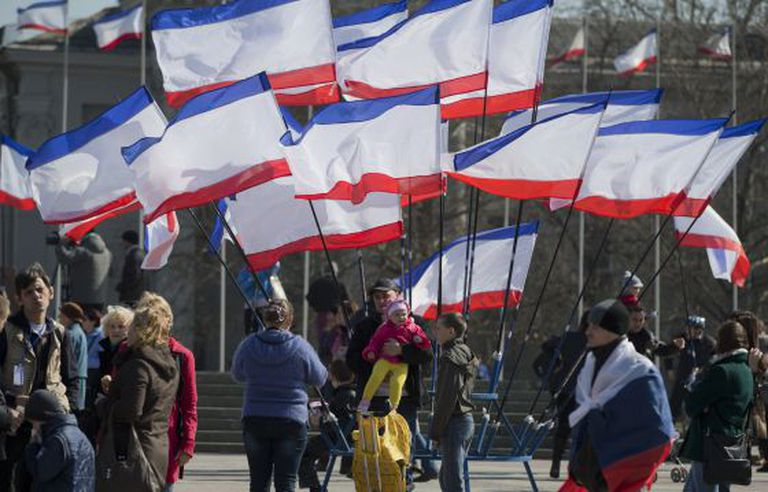 Manifestação pró-Rússia em Simferopol, na véspera do referendo.