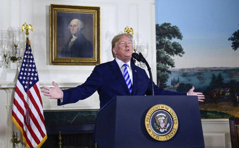Donald Trump discursa na Casa Branca.