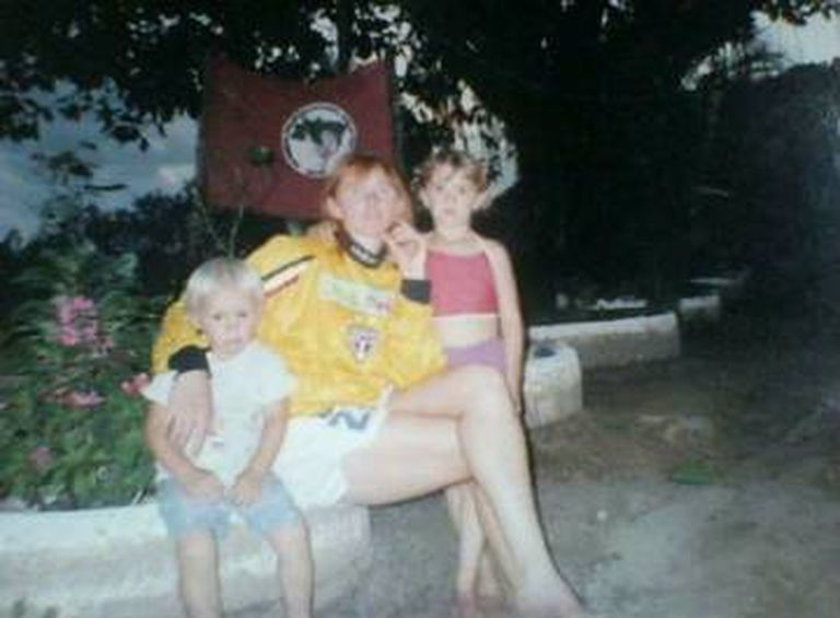 Maike com sua tia, a goleira Maravilha.