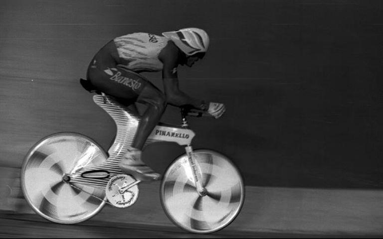 Indurain roda em Burdeos, em 1994, para bater o recorde da hora.