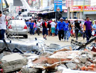Imagem da destruição em Manta, Manabí (Equador).