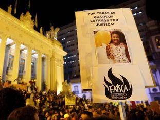 Protesto no Rio de Janeiro após a morte da menina Ágatha Félix.