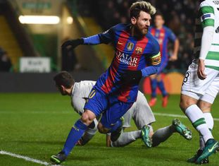 Messi marcou dois contra o Celtic.