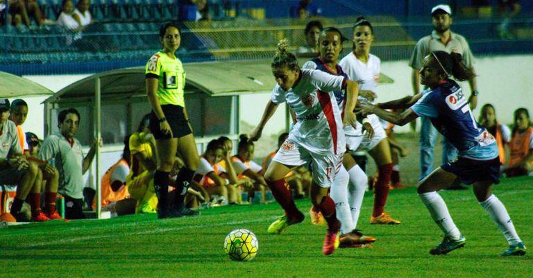 Jogadoras disputam a primeira final, empatada por 2 a 2.
