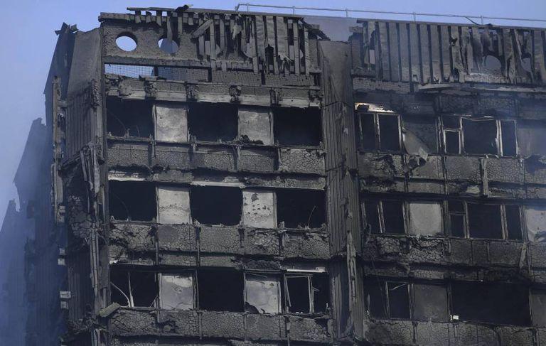 Vista dos danos causados pelo incêndio declarado na Torre Grenfell.