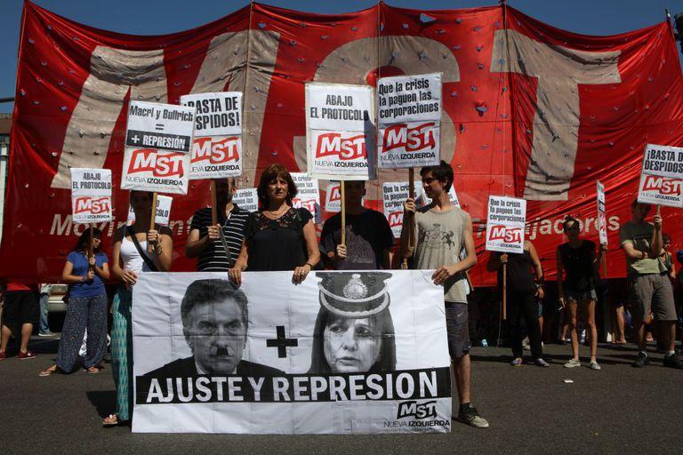 Manifestantes nesta quarta-feira, em Buenos Aires.