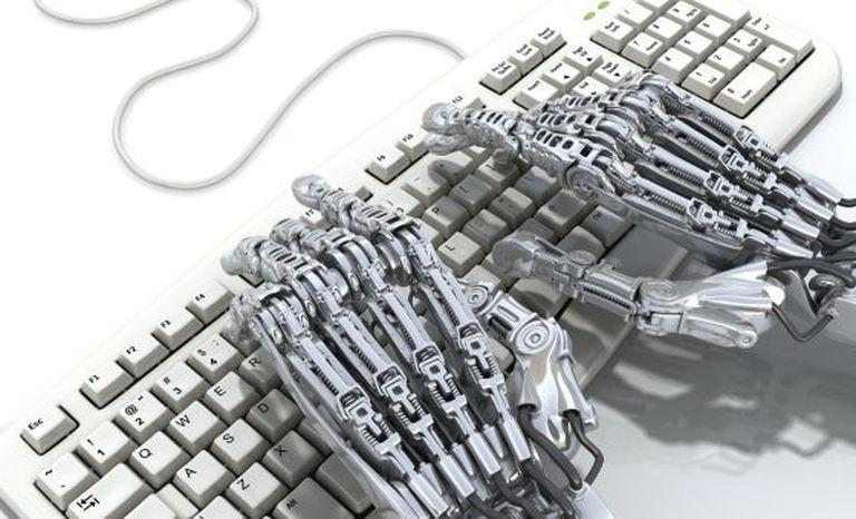 Um robô em um computador.