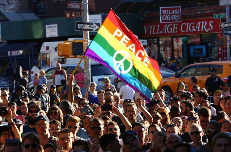 Vigília em Nova York pelas vítimas de Orlando.