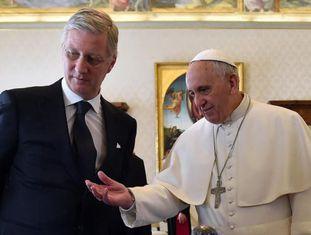 O papa Francisco (à dir.) recebe o rei Felipe, da Bélgica, na segunda-feira.