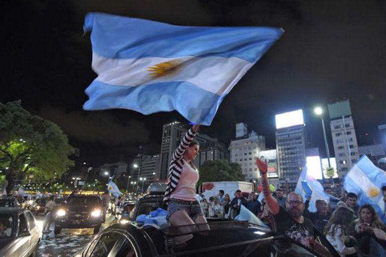 Eleitores de Macri comemoram vitória em Buenos Aires, no domingo.