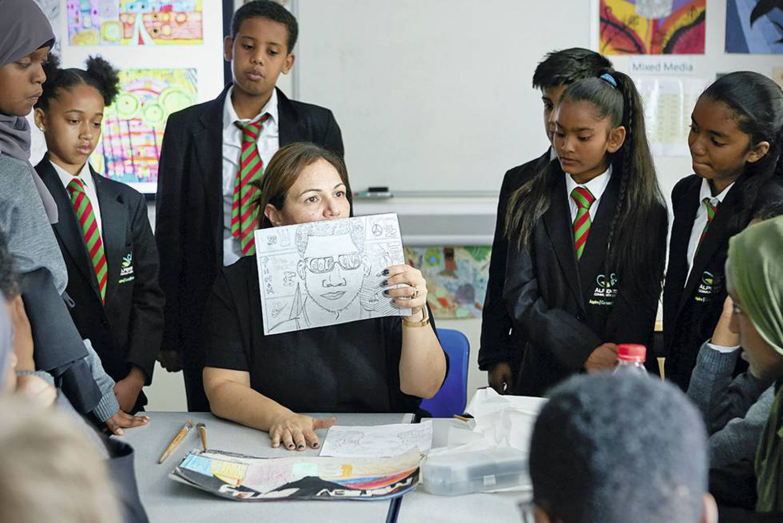 Através da arte, ela se tornou um exemplo inspirador para seus alunos.