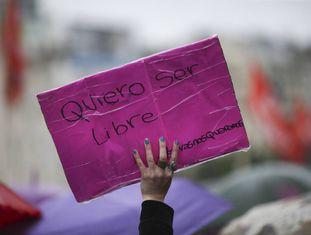 Marcha convocada pela plataforma social #NiUnaMenos, em Buenos Aires (Argentina).