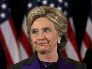 Hillary Clinton se dirige a seus seguidores depois de perder a corrida para a Casa Branca.