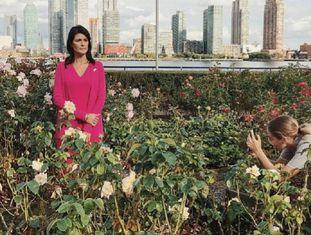 Luisa Dörr fotografa a embaixadora americana nas Nações Unidas, Nikky Haley, com um Iphone 7 Plus