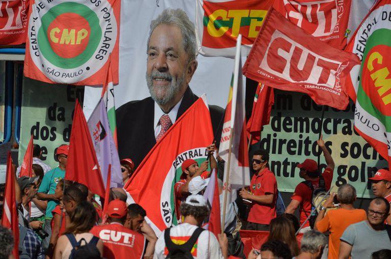 Manifestação em São Paulo contra o impeachment de Dilma.