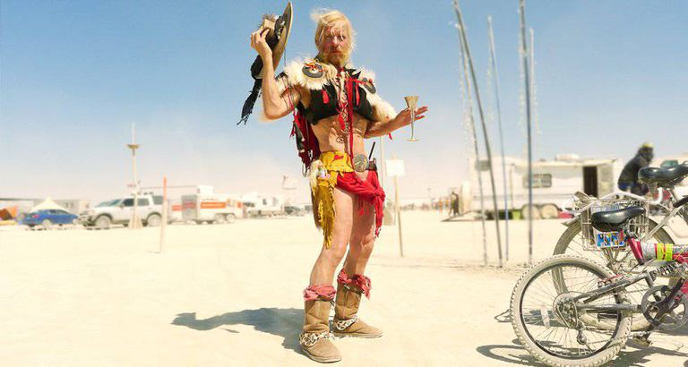'The Cowboy', um frequentador assíduo do Burning Man.