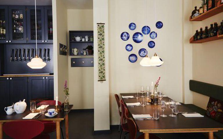 Mesas no restaurante Ol & Brod, em Copenhague.