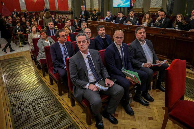 Os doze líderes independentistas catalães, no Tribunal Supremo durante o julgamento do 'procés'.