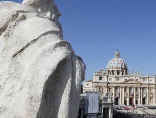 Vista da praça de São Pedro no Vaticano, durante uma missa em 2012.
