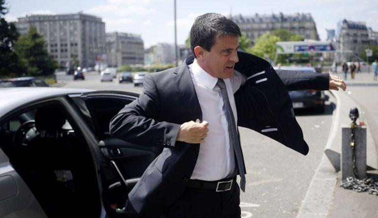 O primeiro-ministro francês visita uma feira de PMEs em junho, em Paris.