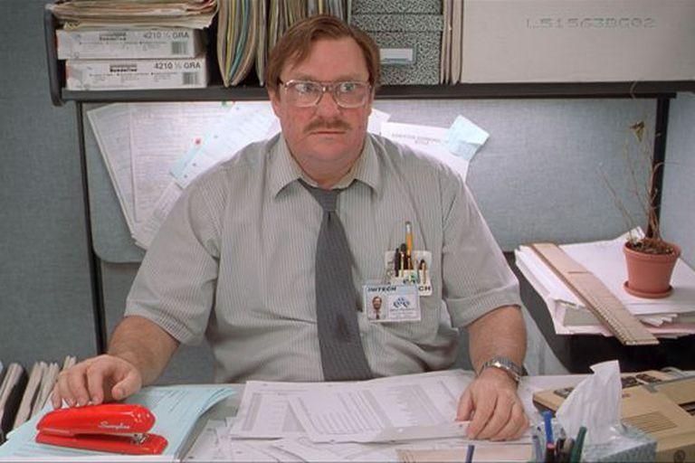 'Como Enlouquecer Seu Chefe' (1999), de Mike Judge.