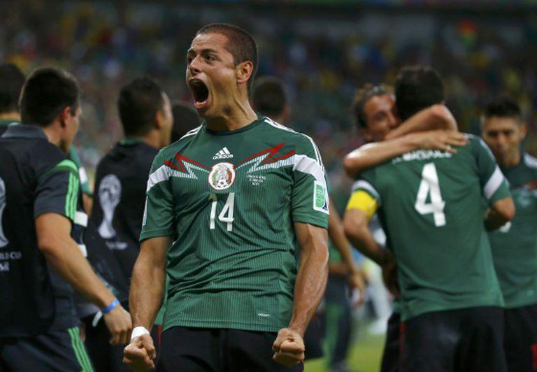 Javier Hernández celebra um dos gols do México