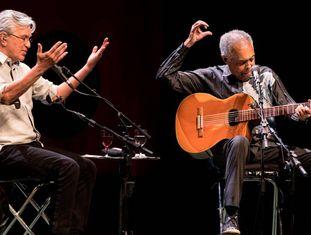 Caetano Veloso e Gilberto Gil, durante show.