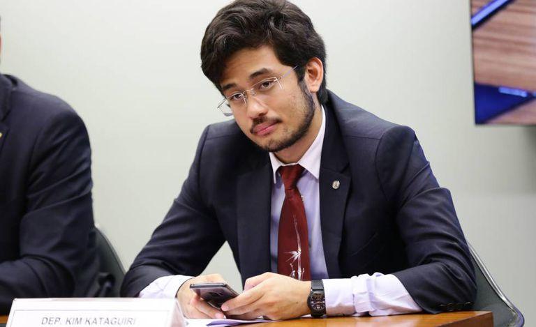 O deputado Kim Kataguiri em comissão da Câmara.