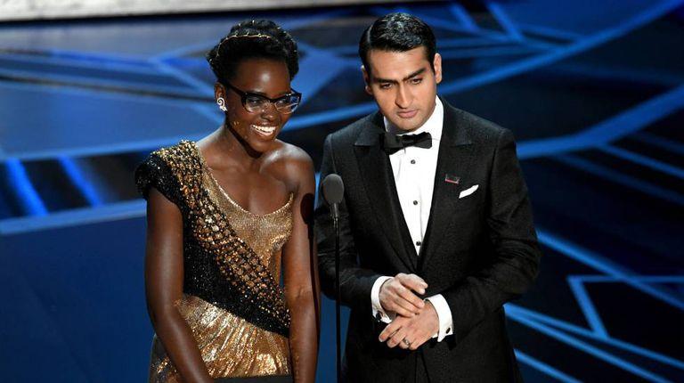 Lupita Nyong'o e Kumail Nanjiani no palco do Oscar