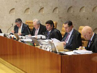 Ministros do STF em sessões.