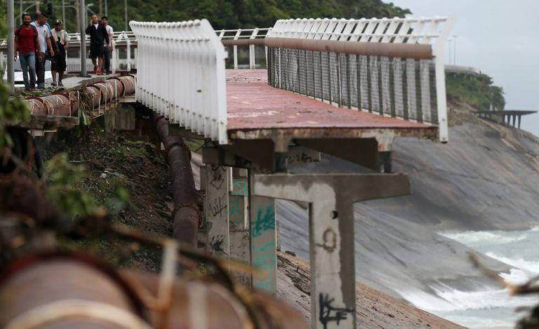 Trecho da ciclovia Tim Mais destruído pela chuva na região de São Conrado, no Rio de Janeiro
