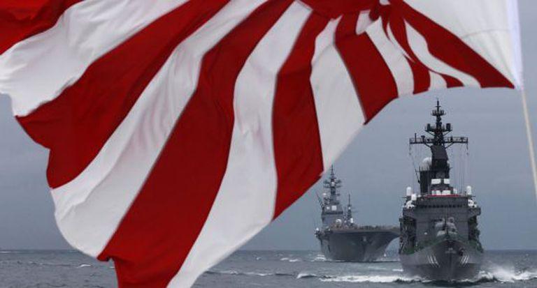 Dois 'destroyers' japoneses em 2012.
