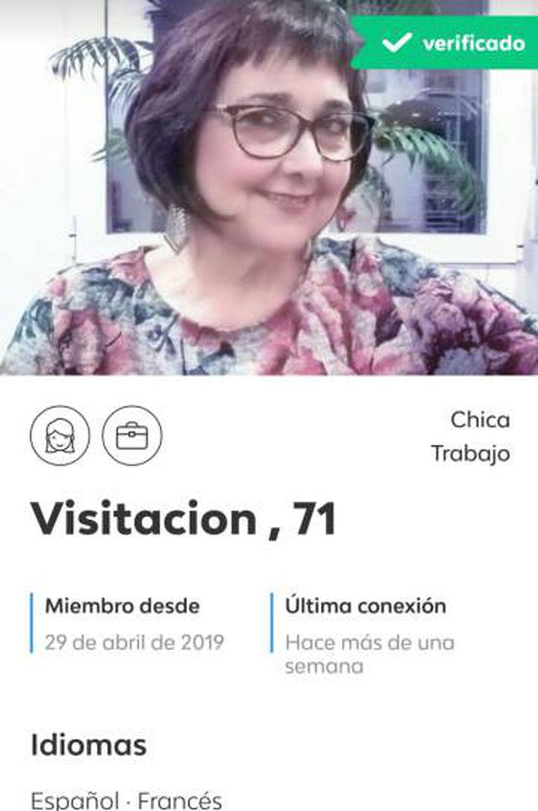 """""""Visi"""" teve a ajuda da jovem que tomava conta de sua tia para baixar o aplicativo, """"uma especialista em mexer no celular""""."""