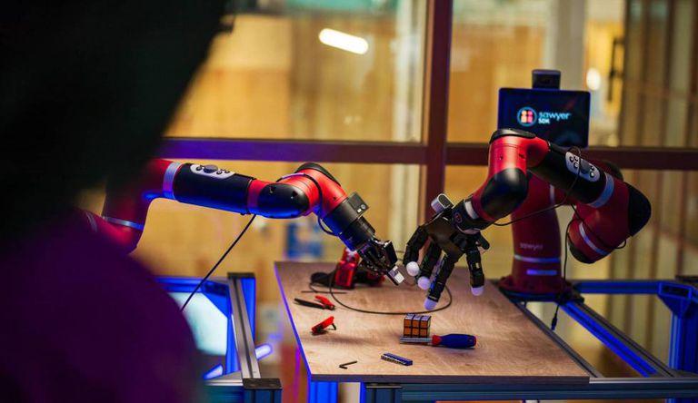 Os experimentos do Facebook incluem o sentido do tato para ajudar o robô a executar tarefas simples