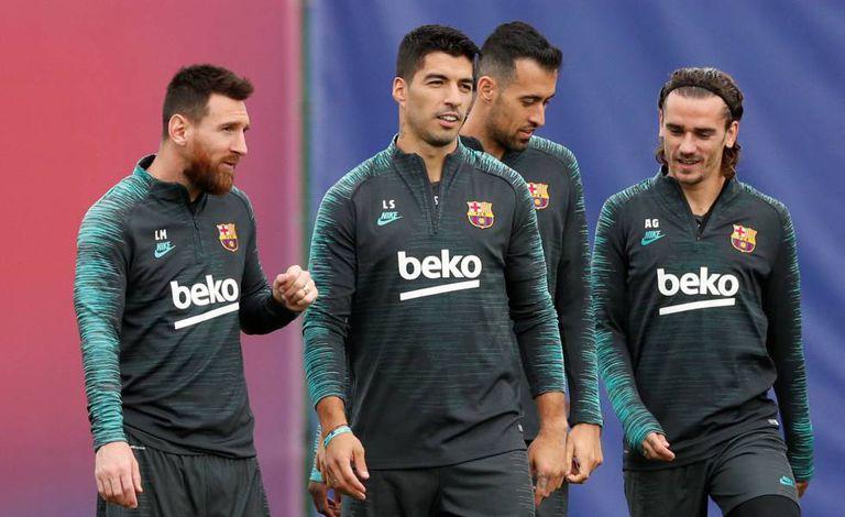 Messi, Suárez, Busquets e Griezmann no treino.