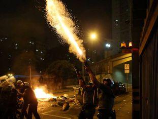 Polícia Militar reprime manifestação contra Temer em São Paulo.