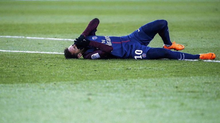 Neymar, no domingo após a lesão