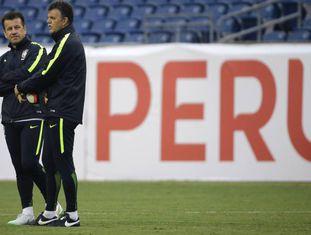 Dunga e o diretor técnico Gilmar Rinaldi.