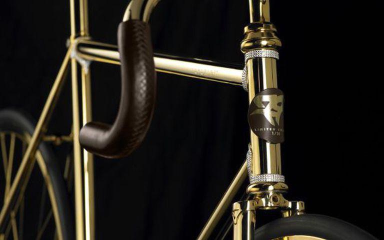 A bicicleta de ouro com cristais Swarovski, de Aurumania.