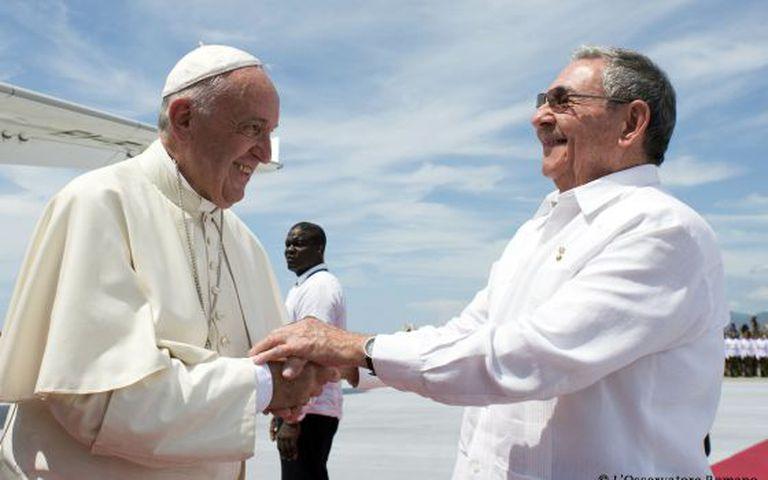 Raúl Castro se despediu do Papa na terça-feira. Irão se reencontrar em Nova York.
