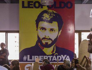 Manifestantes exigem a liberdade de Leopoldo López na Venezuela.