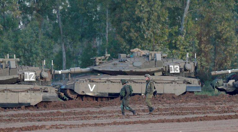 Carros de combate israelenses Merkava, na terça-feira na fronteira de Gaza.