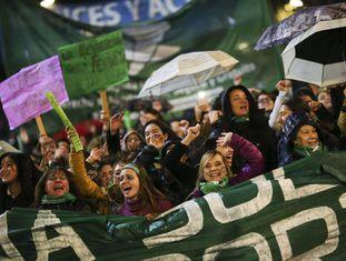 Manifestação na Argentina em 4 de junho a favor da despanalização do aborto.